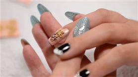 Japanese Nail Art - 3D Gold Flower Motif